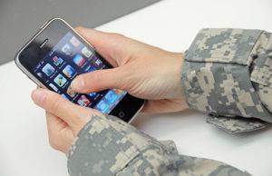 Пользоваться мобильным телефоном