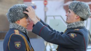 kogda-v-armii-rossii-sobirayutsya-prekratit-nosit-ushanki-i-pilotki1